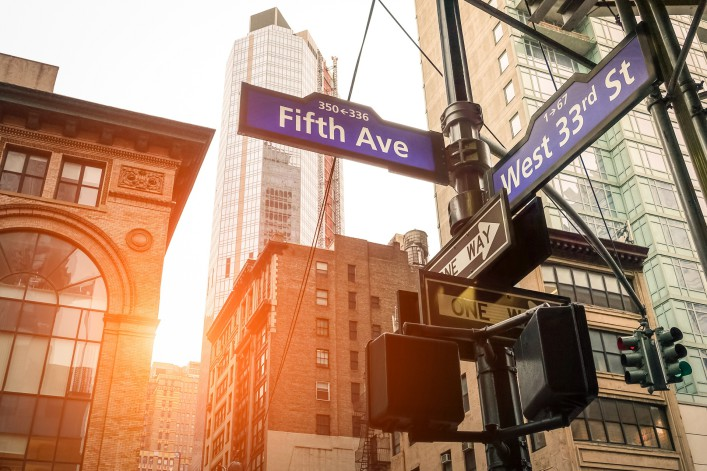 Fifth Avenue_New York_Shopping_shutterstock_404241190