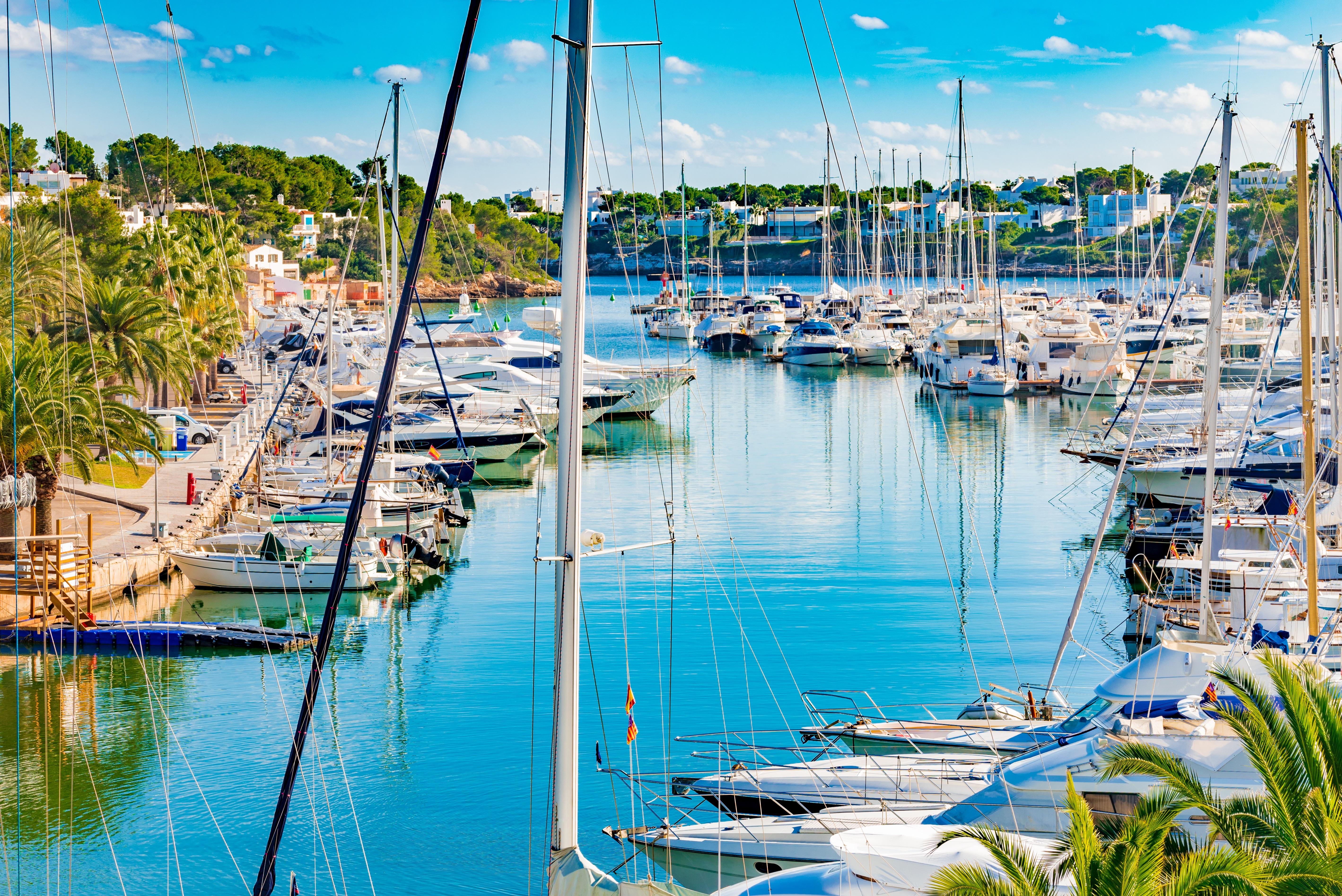 Yachten am Hafen von Cala d'Or.