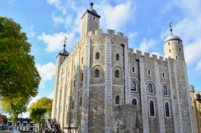 The White Tower of the historic Tower of London, England shutterstock_188364014_1920