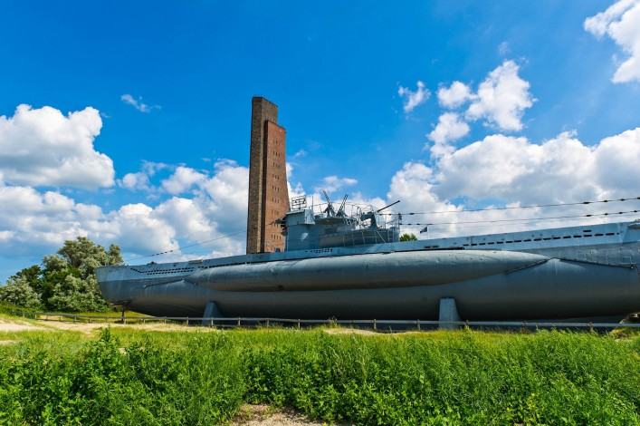 U-boot am Marine Denkmal in Laboe iStock_000017449758_Large-2