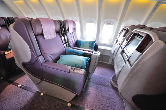 Front row of business class seats in Singapore Airlines shutterstock_96350768 EDITORIAL ONLY Maxene Huiyu-2