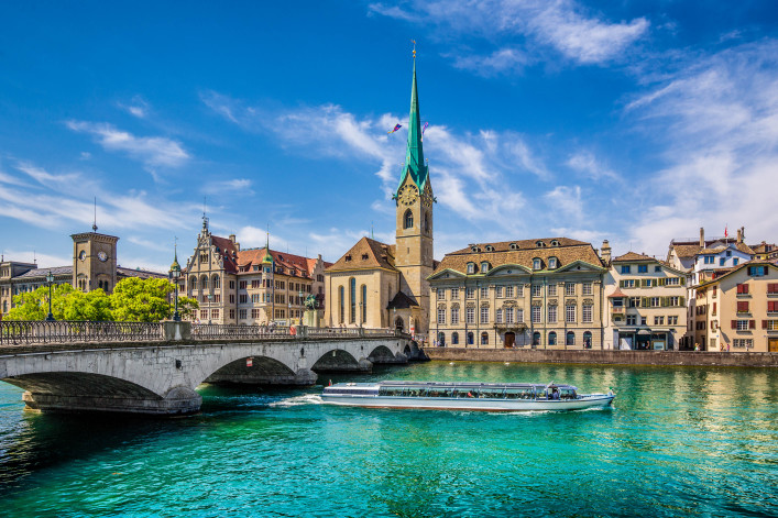 Panoramic view of the historic city center of Zurich shutterstock_322193348-2