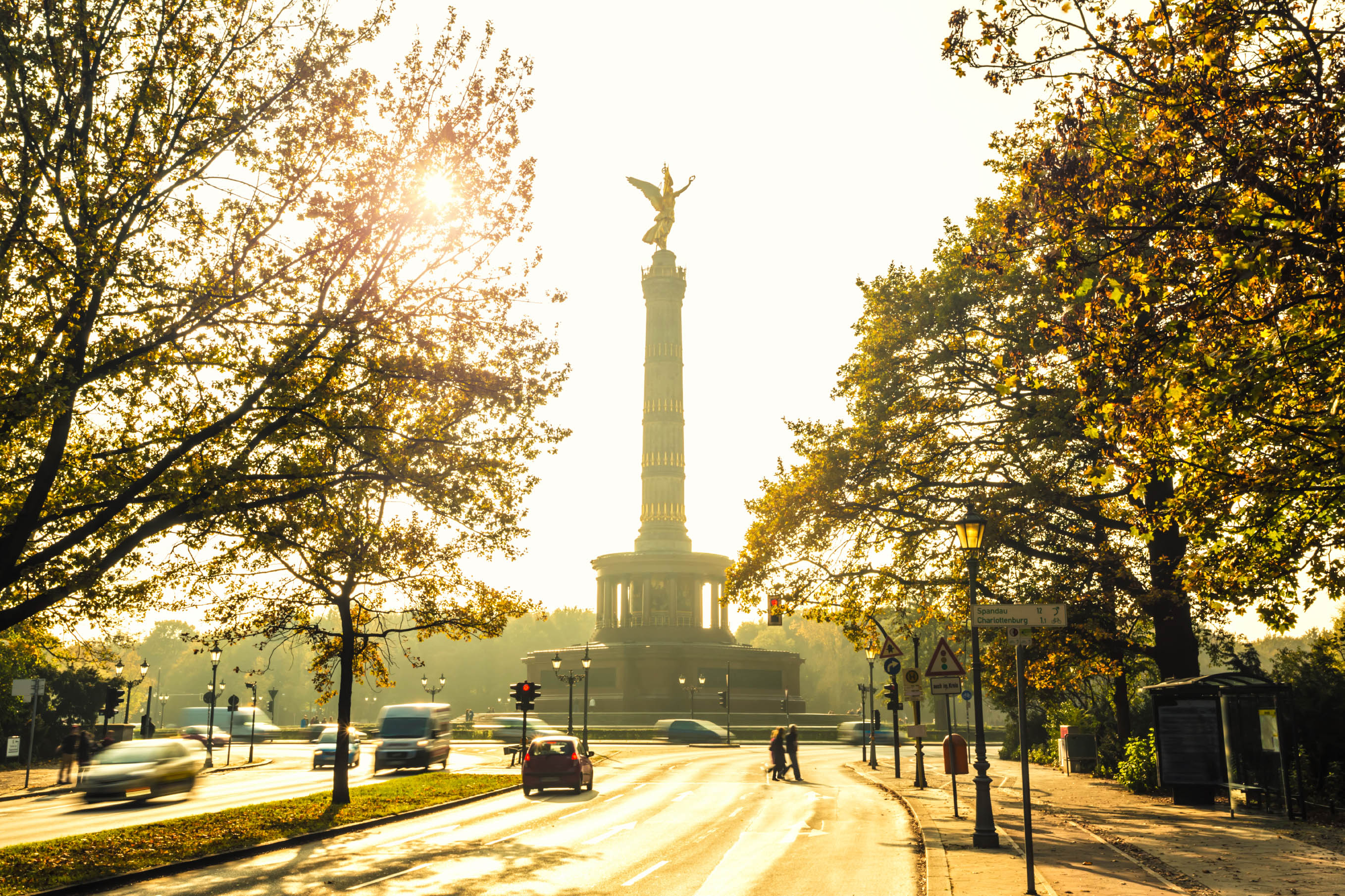 Statue Of Victoria with sunlight iStock_000050636434_Large-2