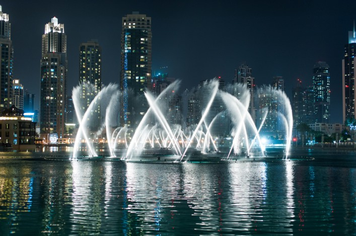 Dubai Fountains_shutterstock_282430691