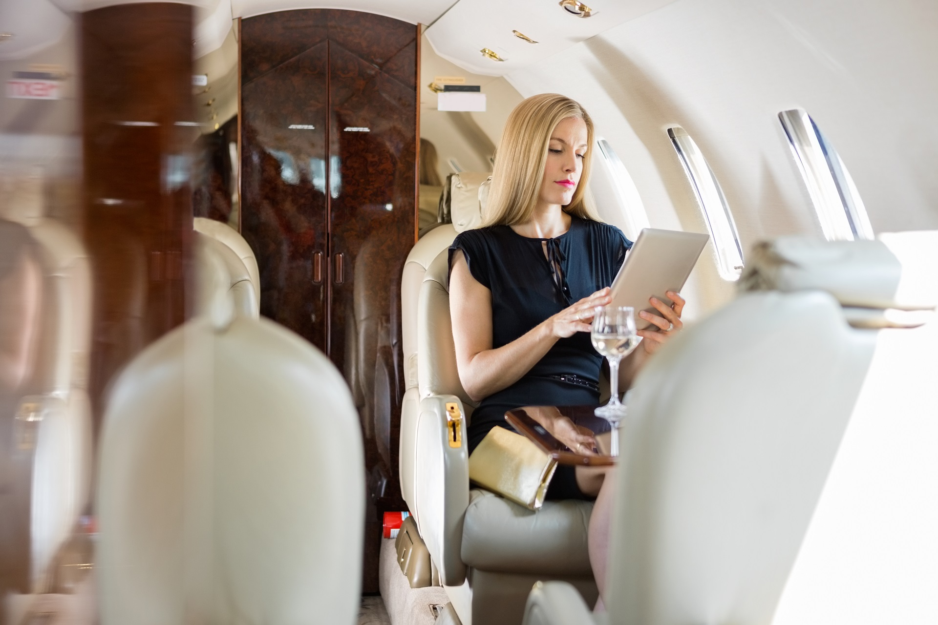 Privat jet woman shutterstock_167757638