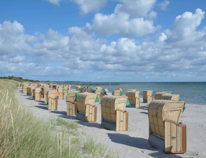 Beach Chairs at Southern Beach on Fehmarn Island,baltic Sea,Schleswig-Holstein,Germany_shutterstock_317621741_klein