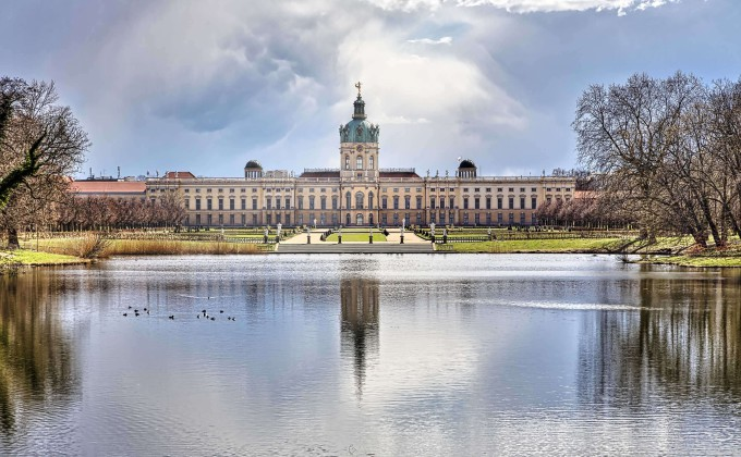 HDR shoot of the Schloss Charlottenburg, Berlin with lake_shutterstock_428694997_klein