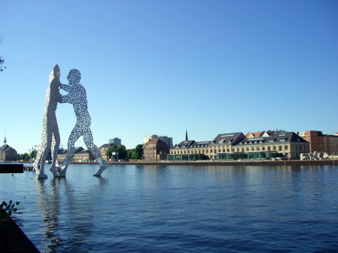 Molecule Men in the river Spree_shutterstock_16135933_klein
