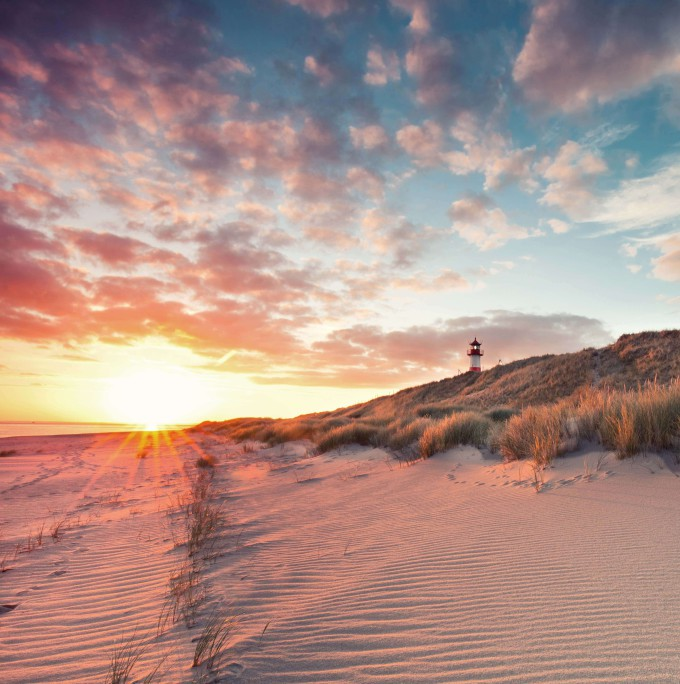 sunrise in the morning at the beach of List, Sylt Germany_shutterstock_280657550_klein