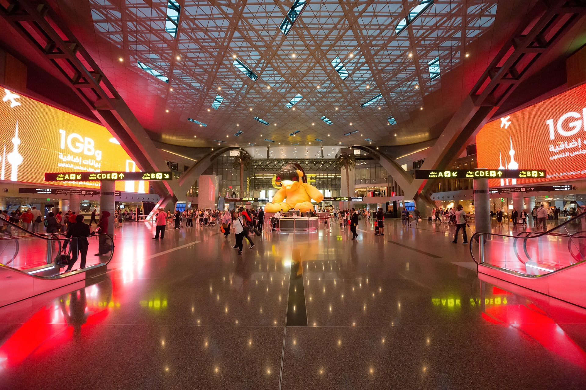 Hamad International Airport in Doha, Katar_EDITORIAL ONLY_Oleg GawriloFF/Shutterstock.com