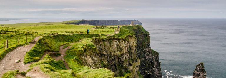 Die Cliffs of Moher in Irland zur Regenzeit