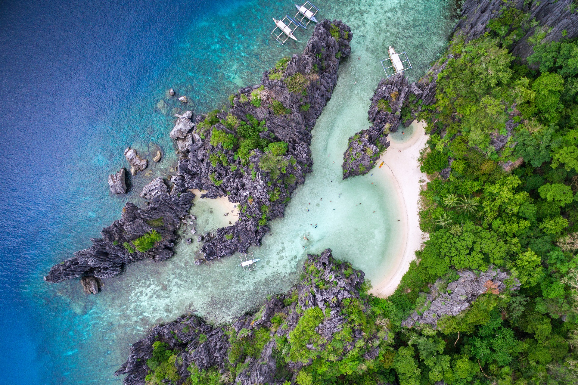 Der Secret Beach im Bacuit Archipel bei El Nido