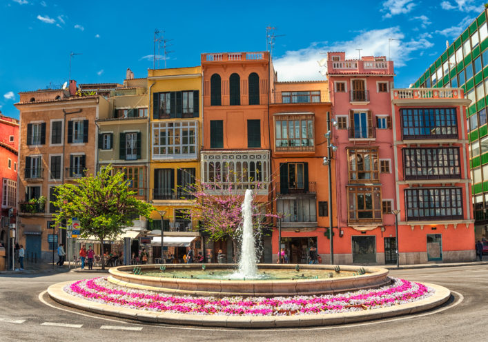 Old colorful houses in the center of spanish town Palma de Mallorca, Spain_shutterstock_114290755