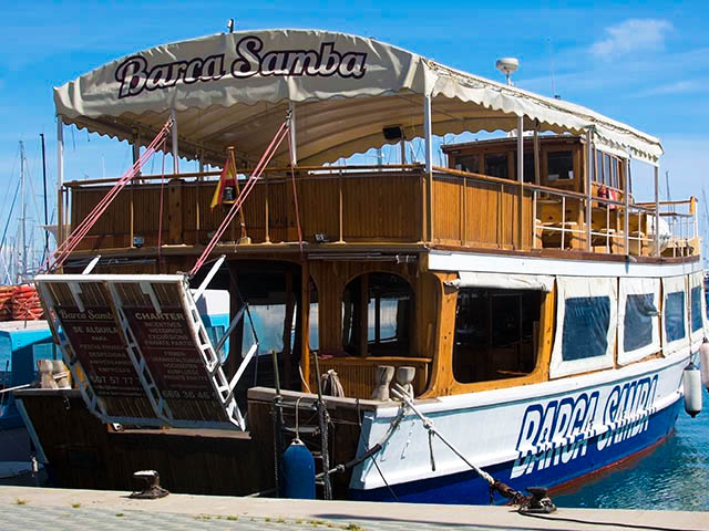 Tour boat Barca Samba shutterstock_274682831 EDITORIAL ONLY Artesia Wells
