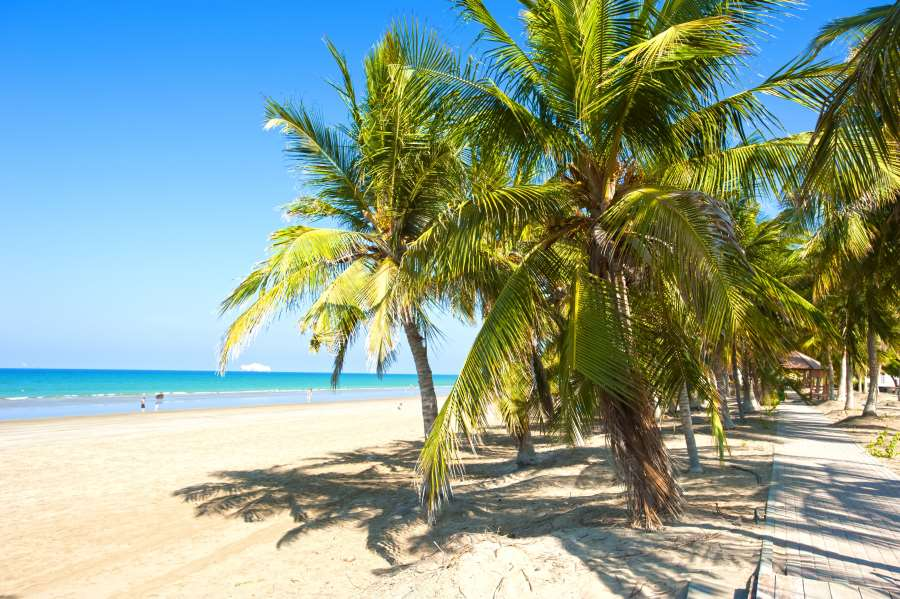 shutterstock_762840694_White sandy beach of Oman. Sea, palm trees, clean sand_900x600