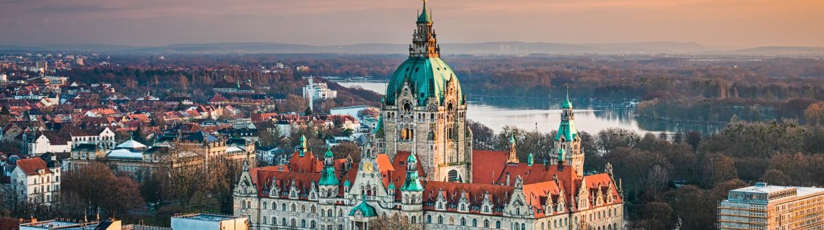 Hannover_aerial view_city_hall_shutterstock_385532896 – Copy