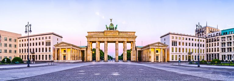 Berlin-Brandenburger-Tor-shutterstock_215961715-SMALL