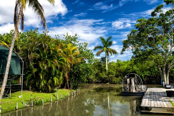Airboats-in-the-Everglades-National-Park-iStock_000037983554_Large-2