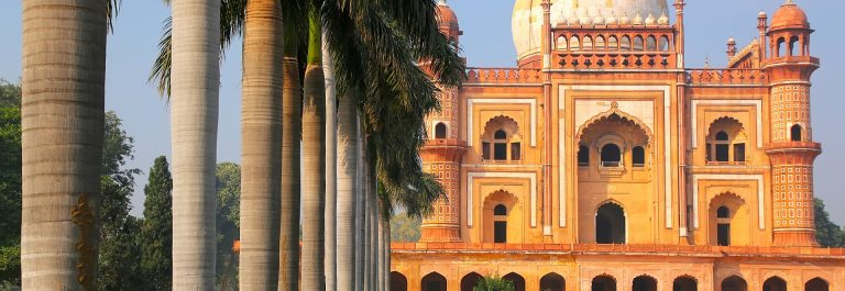 Tomb-of-Safdarjung-in-New-Delhi-India.-It-was-built-in-1754-in-the-late-Mughal-Empire-style._387382060