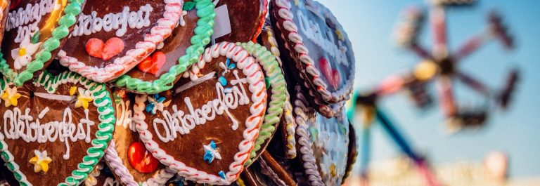 typical-souvenir-at-the-oktoberfest-in-munich-a-gingerbread-heart-lebkuchenherz-shutterstock_290839331-2