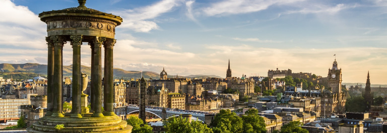 Beautiful-view-of-the-city-of-Edinburgh_shutterstock_112513559