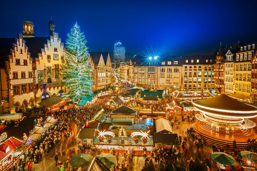 Traditional-christmas-market-in-the-historic-center-of-Frankfurt-Germany-shutterstock_224875129_min