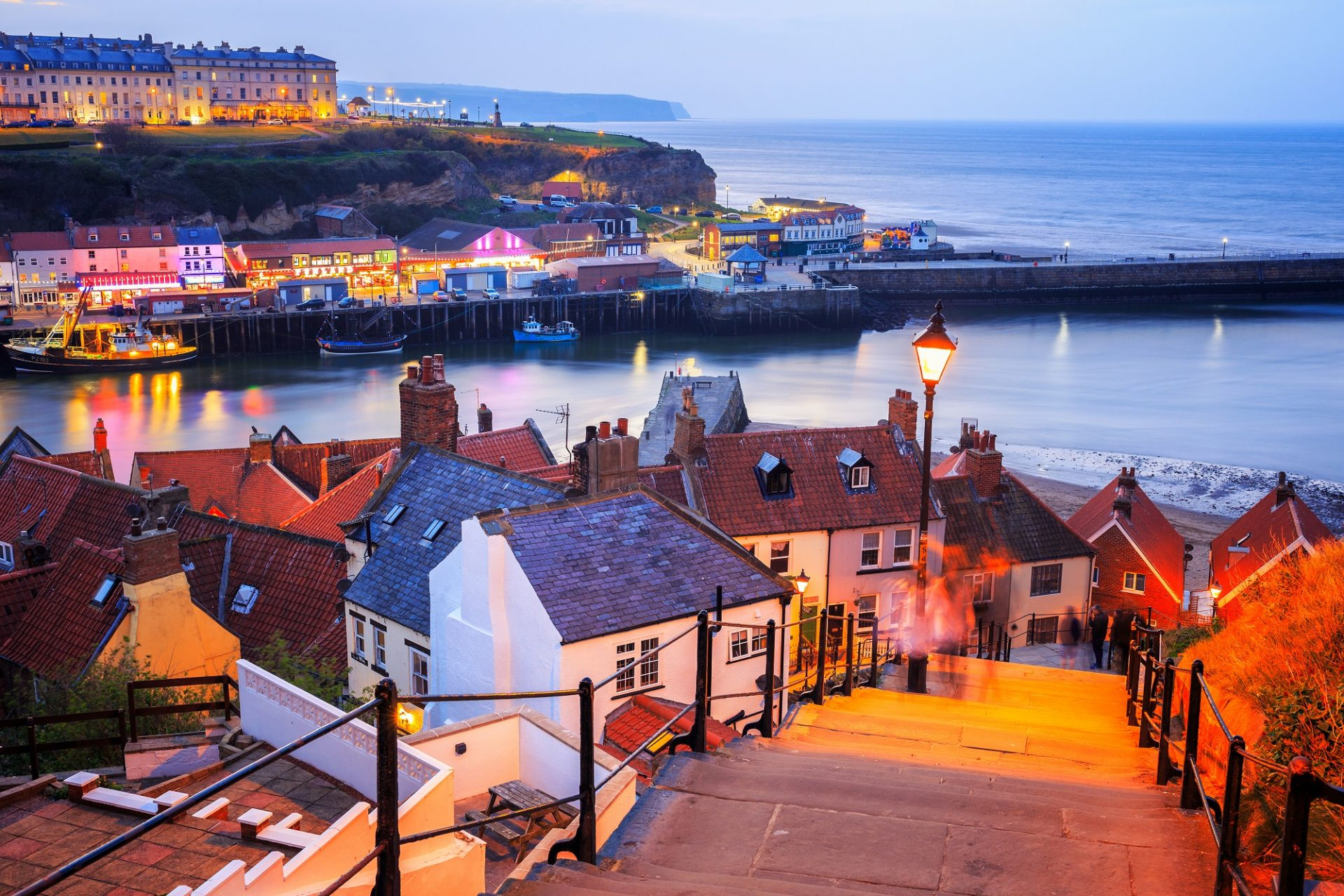 Blick auf Whitby am Abend