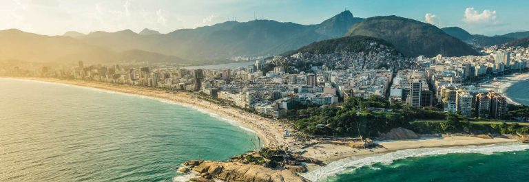 Arpoador-penisula-between-Ipanema-and-Copacabana-Beach-iStock_68544561_XLARGE-2