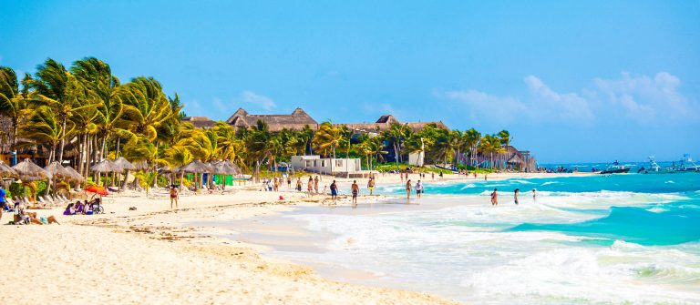 Vacationers-on-Playa-Del-Carmen-Beach-Riviera-Maya-Yucatan-Mexico-iStock_000051782848_Large-2