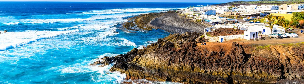 View-of-El-Golfo-village-and-blue-ocean-on-coast-of-Lanzarote-shutterstock_269113607-2-1