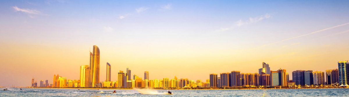 Last_Minute_Abu_Dhabi_beach-with-backdrop-of-abu-dhabi-skyline-at-sunset-vae-istock_000022783355_2