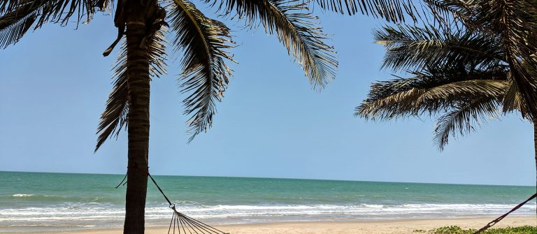 Ein Strand in Gambia