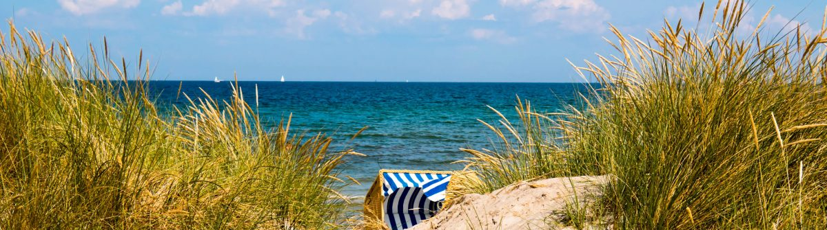Hooded-Beach-Chair-Between-Dunes-iStock_000044791036_Large-2