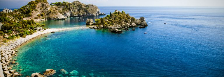 Isola-bella-in-Taormina-auf-Sizilien-iStock_000054903516_Large-2