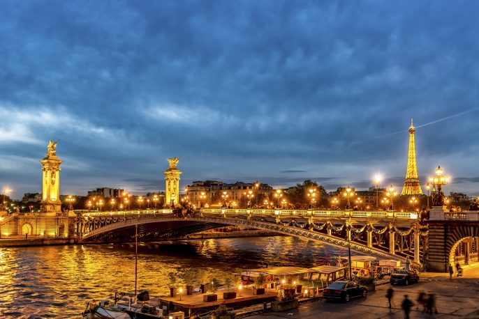 Paris-La-Seine-River-Night-iStock_000055885906_Large