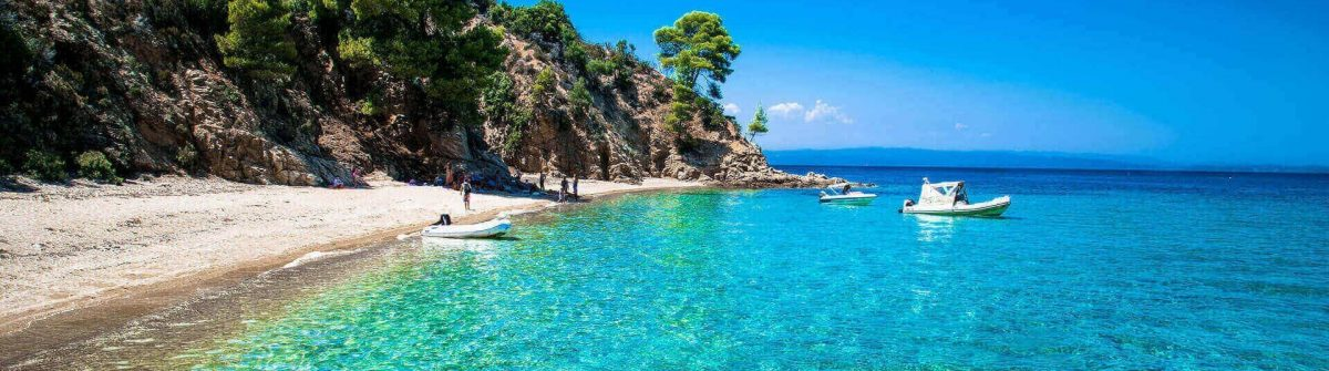 Robinson-beach-on-the-east-coast-of-Sithonia-on-Chalkidiki-Griechenland_hutterstock_472217443