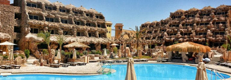 UG_IBE_CAVES-BEACH-RESORT_hurghada-4