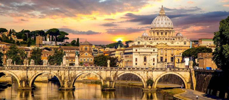 View-of-Basilica-di-San-Pietro-in-Vatican-Rome-Italy-iStock_000042837560_Large-2-1920