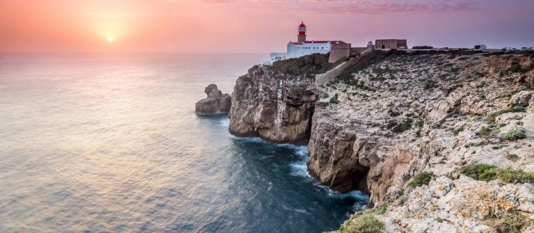 Cape-Saint-Vincent_Algarve_Portugal_shutterstock__277942106