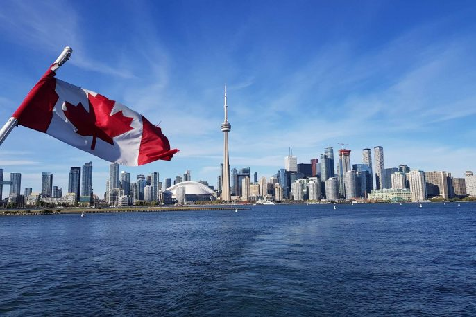 4-Toronto-Harbour-Cruise-mit-Flagge