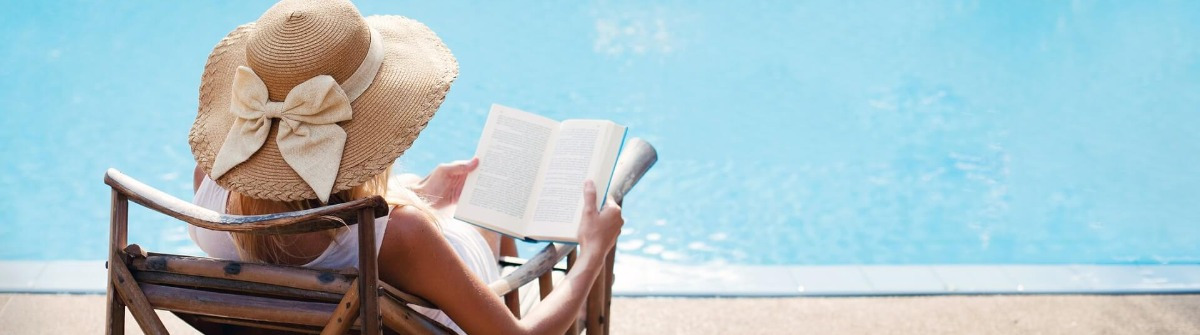 frau_woman_mother_reading_relax_wellness_iS-459420727