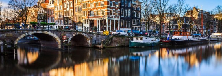 Amsterdam Kanal im Winter