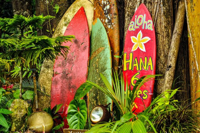 Welcome-Display-On-The-Road-To-Hana-Hawaii-shutterstock_128940647-2-2