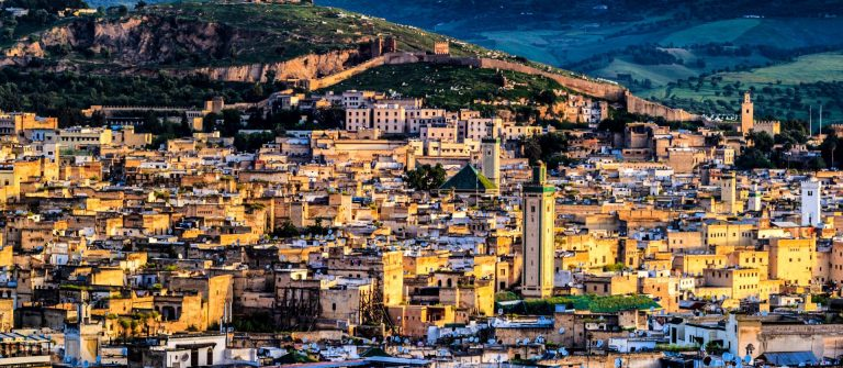 Panoramic-view-of-Medina-in-Fez-Marokko-iStock_000033961994_Large-2_1920x1280