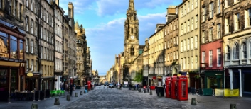 View-down-the-Royal-Mile_Edinburgh_Scotland_iStock-502686875