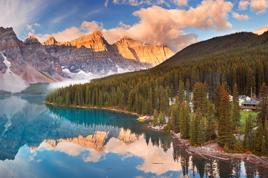 Make Moraine in Banff National Park in Canada