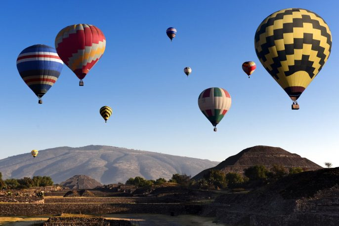 teotihuacan_mexico_heissluftballons_pyramide_des_mondes_shutterstock_545575267-1-1