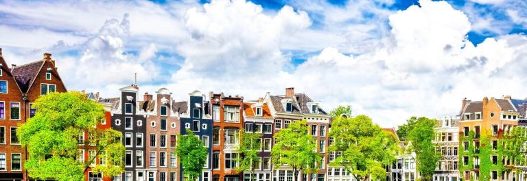 UG_Amsterdam-with-canal-in-the-downtown-Holland-iStock_000030442394_Large-2